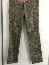 Bazar: Calça, blusa, vestido, 20 reais cada