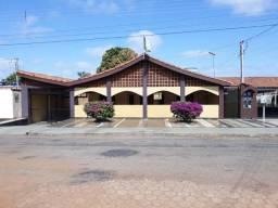 Vendo Casa na Rua Princesa Isabel n° 263, bairro Jardim Tropical