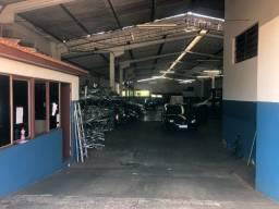 Vende-se ou aluga oficina mecânica e auto peças completa