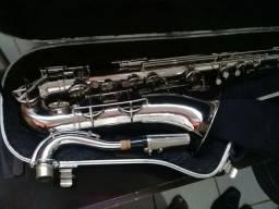 Vendo um sax tenor prata antigo marca Irmaos Galasso