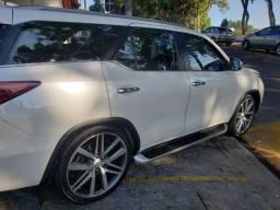 Toyota Hilux Sw4 SRX 2017 - 5 Lugares