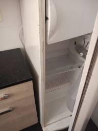 Vendo geladeira 130.00