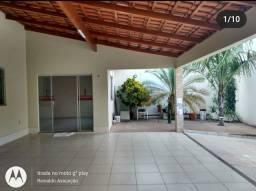 Alugo excelente casa no bairro jardim das oliveiras