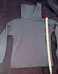 Blusa de malha, gola alta, manga longa