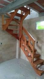 Escadas de madeira nobre