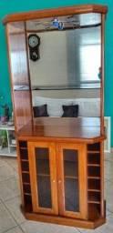 Barzinho de Madeira com espelho e iluminação sem defeito