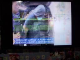 Televisão defeito a tela tá tremendo 32 polegadas