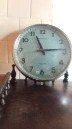 Relógio antigo a pilha