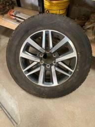 Roda com pneu Hilux