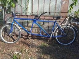 Bicicletas de duas e três pessoas