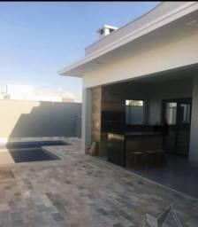 Bela casa com piscina no Condomínio Valência I