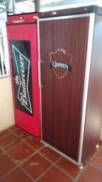 Expositora de Bebidas *Budweiser e *Queen's