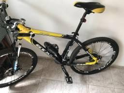 Vendo ou Troco Bike de trilha Aro 26