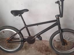 Vendo essa bike cross preta
