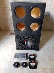 Caixa de som 12 Bravox duas tuítes e duas cornetas ti fonte chaveada 30 amperes.
