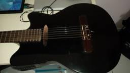 Um Violão Feito à mão, cópia de um violão Gibson