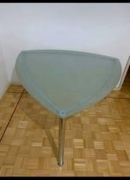 Mesa triangular tampo de vidro temperado Tok stok