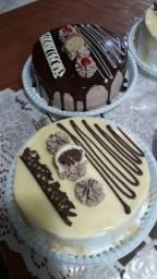 Bolos, tortas e doces tradicionais.
