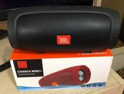 Mini caixa de som com Rádio Fm,com saída pendrive,e bluetooth.