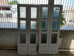 Janelas e porta de madeira (sem entrega)