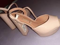 Sandália e vestido semi novo