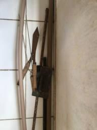Torrando material de construção e ferramentas