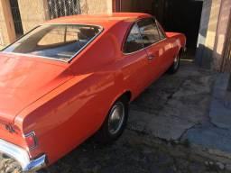Veículo antigo à venda