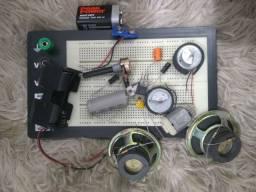Protoboard 1100 furos com componentes eletrônicos