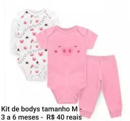 Kit de bodys menina tamanho M de 3 a 6 mses