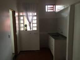 Alugo casa de fundos em são sebastão. 1quarto, banheiro, sala, cozinha, área de serviço