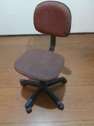 Cadeira giratória usada