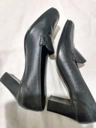 Sapato mocassim da prego número 35 vendo em ótimo estado pouco uso