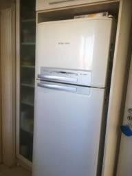 Refrigerador frost free Eletrolux DF 48 110V