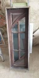 Jenela capelinha de madeira