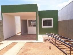Casa nova com varanda no fundo da casa