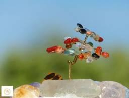 Árvore de pedras e cristais mistos