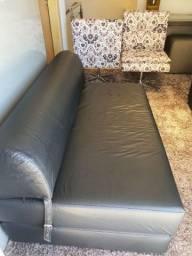 Sofá cama sem macas de uso.