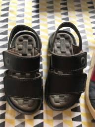 Dois tênis e uma sandalia Cartago 28