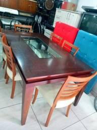 Vendo mesa em madeira massiça com 6 cadeiras