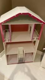 Casinha de madeira para bonecas