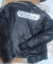 Jaqueta de couro Yamaha.  Baixei 390