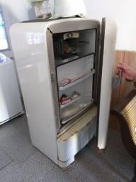 Título do anúncio: Refrigerador Prestcold Inglesa