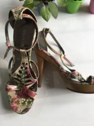 Sandália couro legítimo floral tam 37