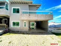 Casa duplex em condomínio fechado nas Dunas, à poucos metros da praia. Com 4 dormitórios à