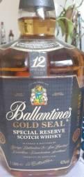 Whisky Ballantines com mais de 40 anos