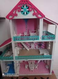 Uma casinha da lol linda com todos os móveis