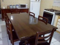 Mesa com 6 cadeiras de madeira ótima conservação 750
