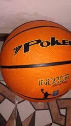 Bola de basquete semi nova comprei por 100 quero 50