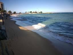 Amplo apartamento na quadra do mar na Praia da Areia Preta em Guarapari