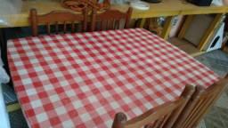 Conjunto de mesa e quatro cadeiras